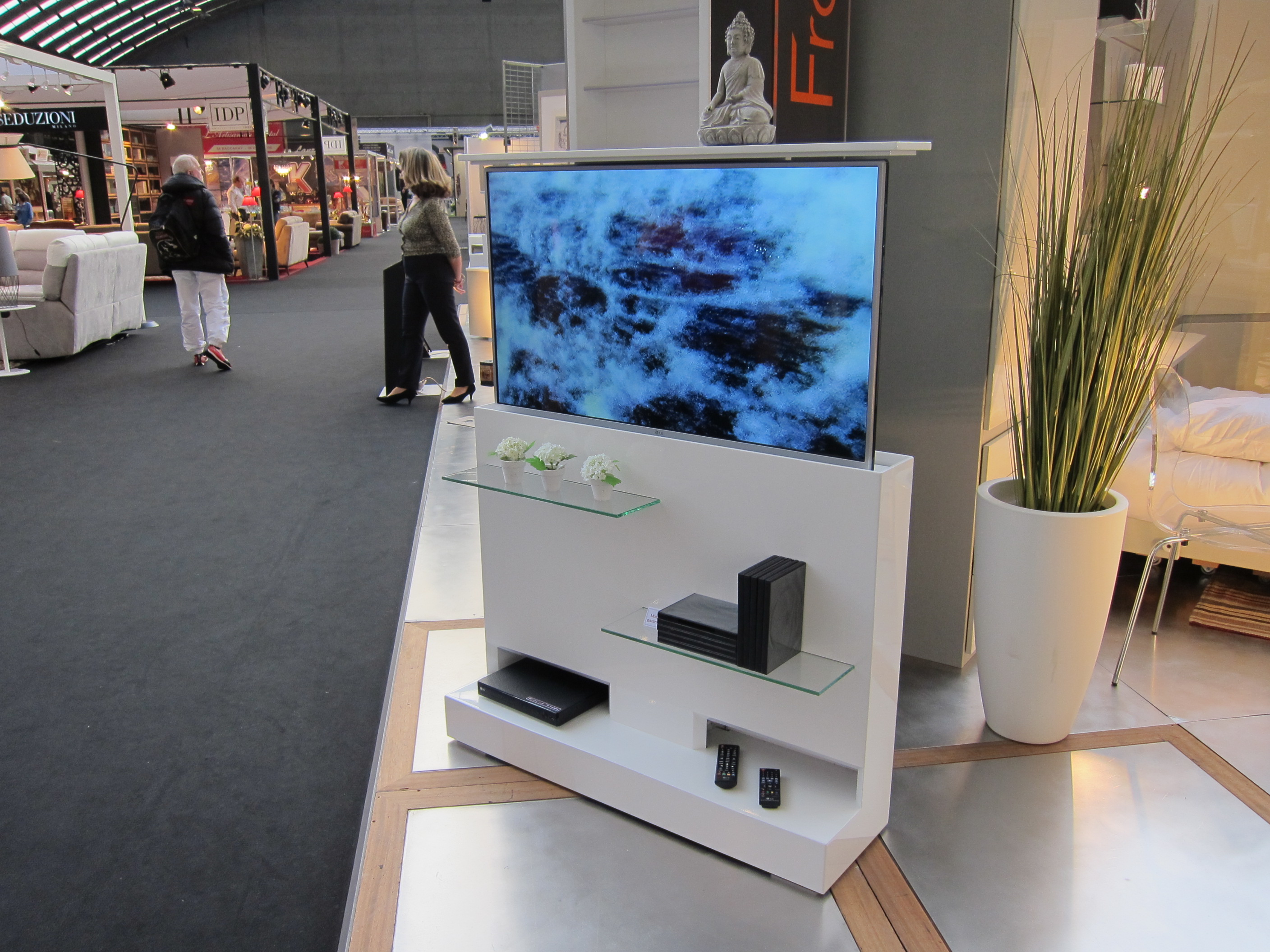 Tv Encastrable Dans Un Meuble - Le Mobilier Gain De Place Fran Ois Desile[mjhdah]http://www.gianecchini.us/wp-content/uploads/images/1516574022-meuble-tv-escamotable-16-et-meuble-tele-escamotable-des-photos-meuble-tv-encastrable.jpg
